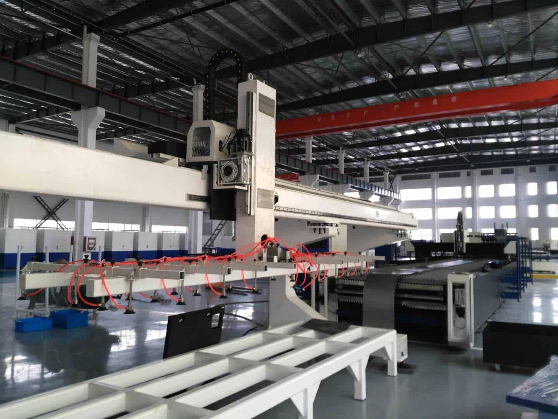 Machine de découpe laser alimentée par bobine