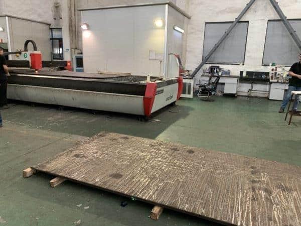 Trình điều khiển cũ của Sheet Metal Industry cho bạn biết lý do tại sao anh ấy chọn máy cắt laser sợi Trung Quốc